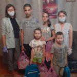 Детям из малообеспеченных семей вручили ранцы и наборы канцелярских принадлежностей
