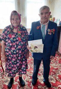 Сотрудники КЦСОН Пугачевского района поздравили долгожителя с юбилеем