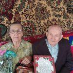 Сотрудники КЦСОН Пугачевского района поздравили семью Хальзовых с благодатной свадьбой